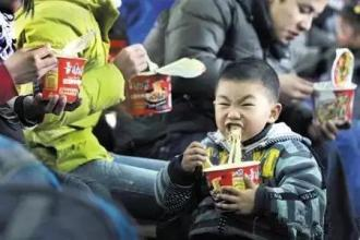 Over 31% of outbound Chinese tourists pack instant noodles