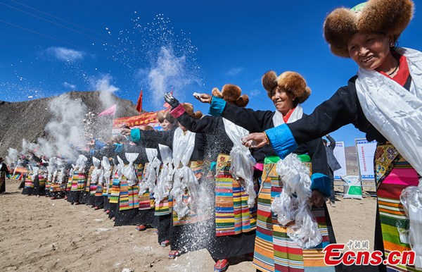 Village in Tibet holds spring ploughing ceremony