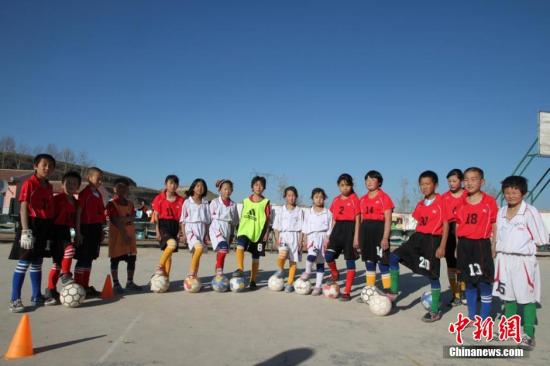 China to develop 30,000 more football-specialized schools
