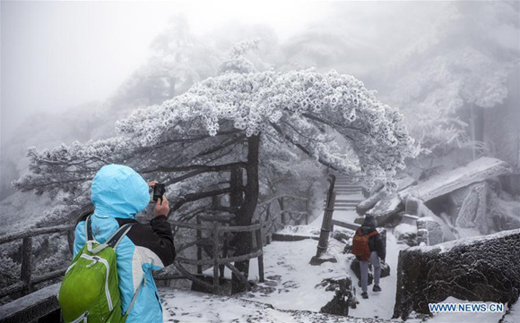 Mount Huangshan to charge unruly tourists rescue fee
