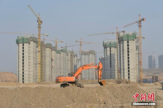 Residential properties on collectively owned land are under construction. (File photo/China News Service)