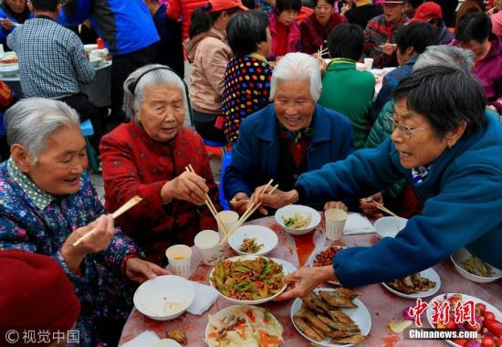 Chinese public urged to cope with aging society