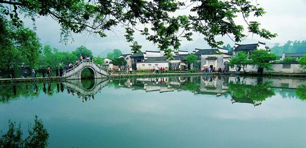 Nanhu Lake in Hongcun village at the foot of Mount Huangshan. Photo provided to China Daily
