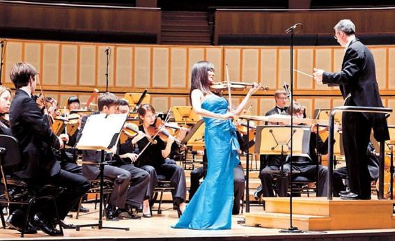 Singaporean violinist Lee-Chin Siow is one of the finest violinists of her generation, performing to critical acclaim in more than 20 countries.