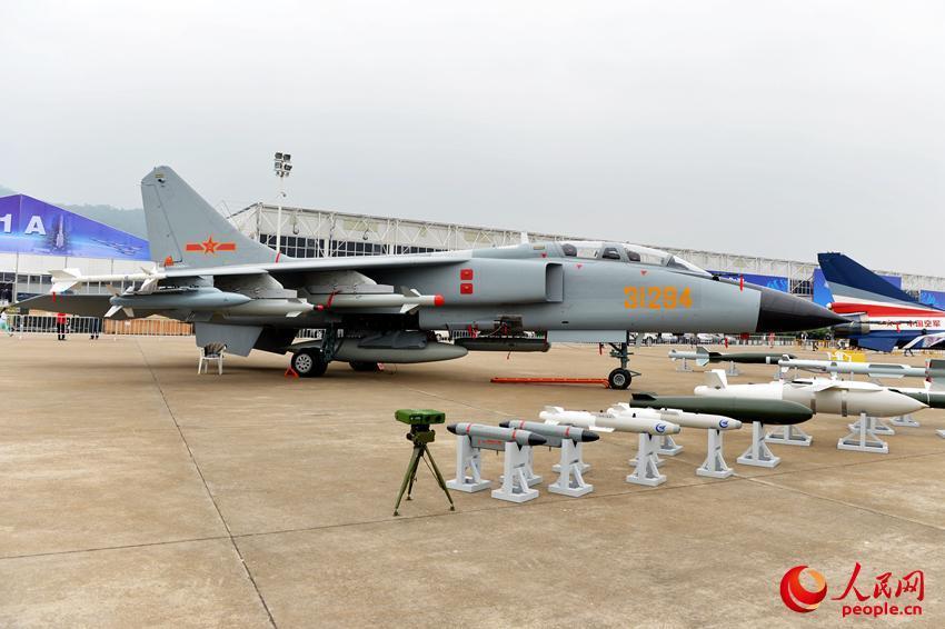 Chinese air force launches variety of aircraft at Airshow China 2014