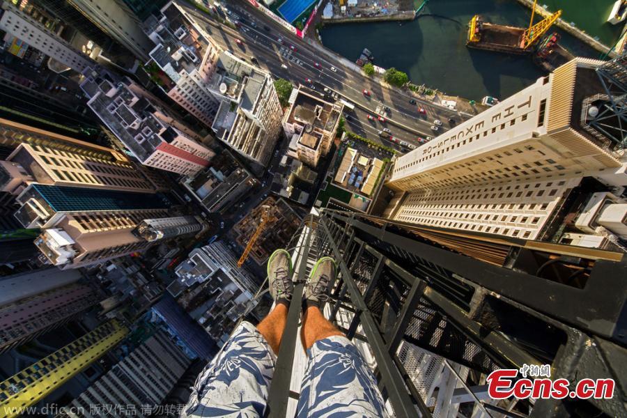 Russian Adventurers Scale Hong Kong Skyscraper To Take