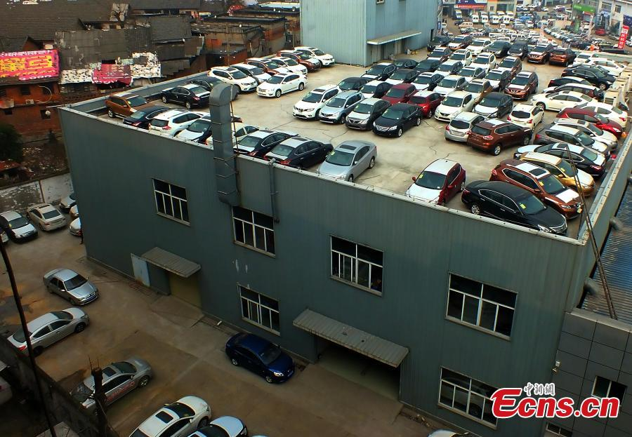 Car Dealer Turns Roof Into Parking Lot 1 3 Headlines Features