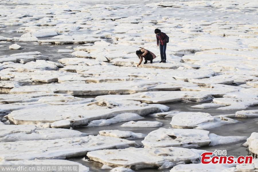 Bathing beach becomes icy wonderland in NE China(1/3 ...