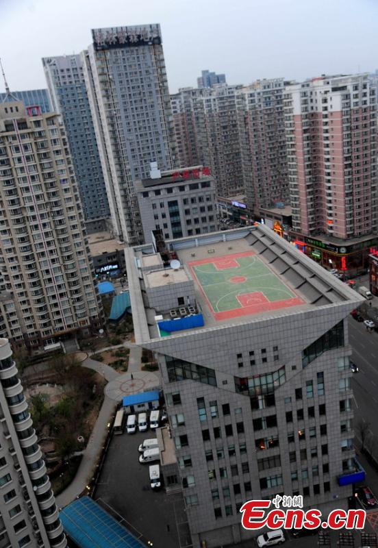 Basketball court built atop skyscraper 3 3 for Built in basketball court