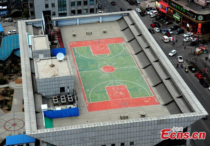 Basketball court built atop skyscraper 1 3 for How to build basketball court