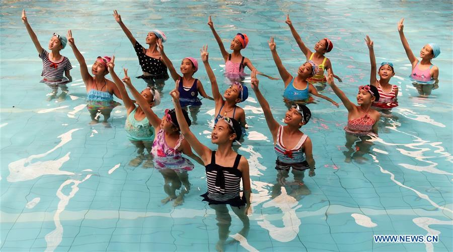 Girls Perform Dancing In Swimming Pool In S China 4 4