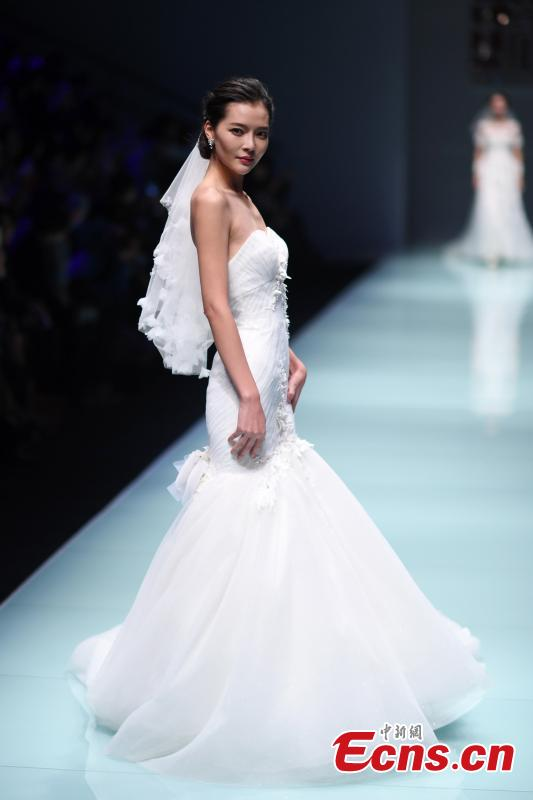 Wedding dress show at China Fashion Week(1/7)