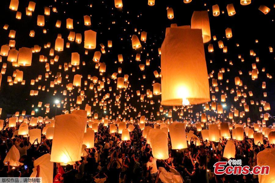 thailand lights up sky with lantern festival 1 6