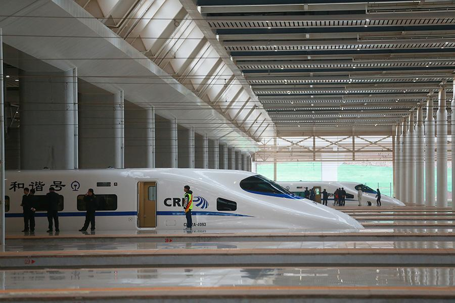 China has put into operation a bullet train service to Shanghai, one of the world's longest high-speed railways, linking eastern coast to southwest.
