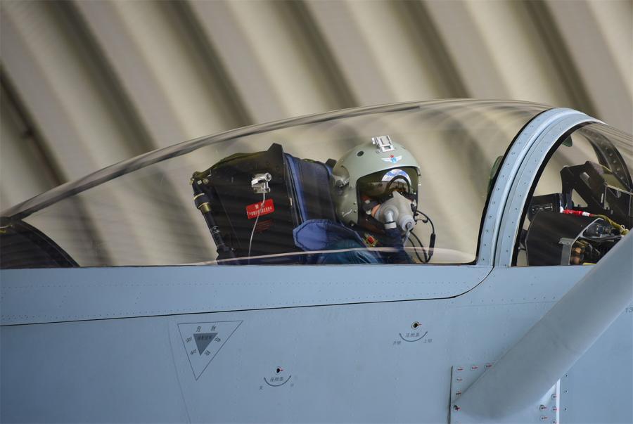J-10A fighter jets in flight training (6/10)