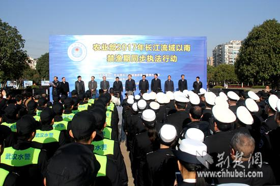 A ceremony is held to mark the release of artificially-bred Chinese sturgeons into the Yangtze River in Wuhan City, capital of Central China\'s Hubei Province, March 2, 2017. For the first time, Wuhan set free more than 1,000 Chinese sturgeons in the river, with the biggest measuring 1.2 meters long and weighing 100 kilograms. The release will help boost fish stocks in the Yangtze, China\'s longest river. A species 140 million years old, the Chinese sturgeon is the oldest kind of fish in the Yangtze and one of the oldest vertebrates in the world. Nicknamed \