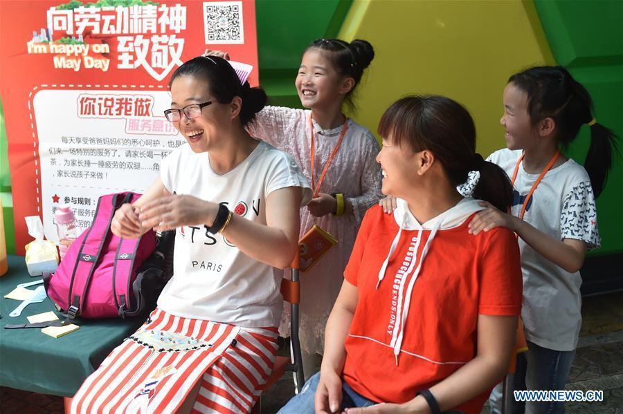 People Enjoy Labor Day Holiday Across China 14 18