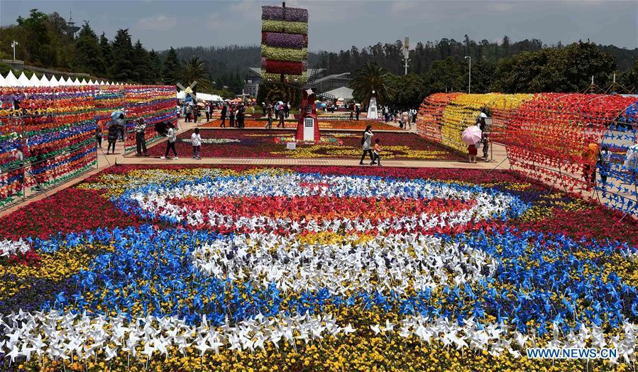 People Enjoy Labor Day Holiday Across China 7 18