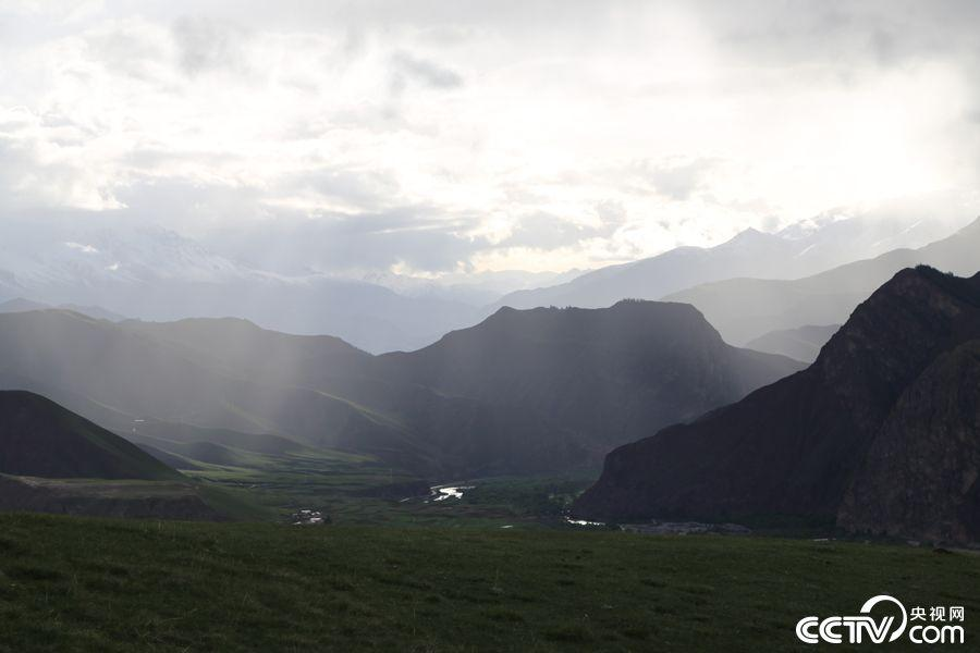 Picturesque Zhuoer Mountain in Qinghai(7/7)