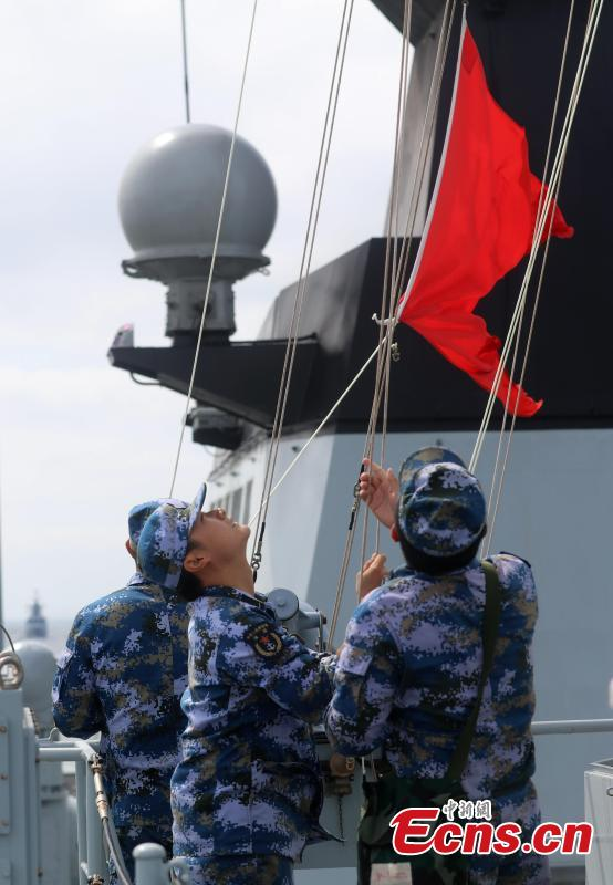 Chinese Navy soldiers raise a signal flag during a drill with Russia in the Baltic Sea. The aim of the Joint Sea 2017 drills, which kicked off on Saturday and will last until July 28, is to carry out joint rescue missions and ensure maritime economic activities. (Photo: China News Service/Wang Xiujun)