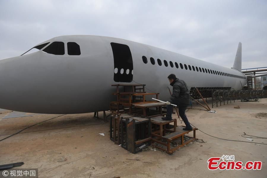 Chinese men build homemade Airbus A320 passenger jet(1/5)