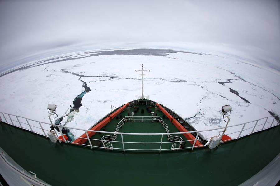 <p>TheSnow Dragon sails across floating sea ice in the Antarctic, Dec 4, 2017. The icebreaking vessel will engage in preparatory work for building China's fifth station in the Antarctic. [Photo/Xinhua]</p>
