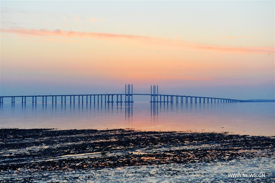 Amazing scenery of Qingdao Jiaozhou Bay Bridge in E China(1/4)