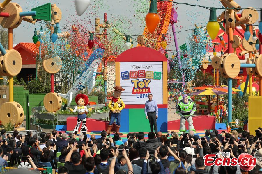 Robert A. Iger, chairman and chief executive officer, the Walt Disney, attends the opening ceremony of the Disney?Pixar Toy Story Land in Shanghai Disney Resort, April 26, 2018. Based on the Toy Story films, Shanghai Disneyland\'s seventh land is a high-spirited, colorful world where guests will feel as if they\'ve been shrunk down to the size of a toy for laughter and fun with family and friends. (Photo: China News Service/Zhang Hengwei)