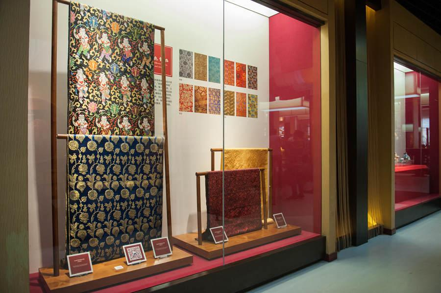 Different colors and patterns of yunjin brocade on display on May 21, 2018. (Photo provided to chinadaily.com.cn)