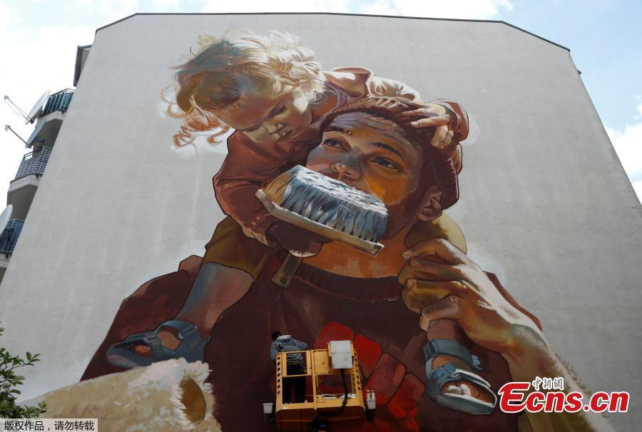 An artwork by urban artist \'Case Maclaim\' is pictured as part of the first \'Berlin Mural Fest 2018\', where national and international urban artists create a large open-air gallery to enrich urban spaces, in Berlin, Germany, May 21, 2018. (Photo/Agencies)