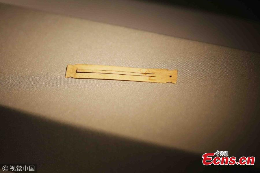A mouth harp made of bone is on display at the Xi′an Conservatory of Music in Xian City, Northwest China's Shaanxi Province, May 21, 2018. The musical instrument excavated from the Shimao ruins in Shenmu City measures about 9 centimeters long by 1 centimeter wide and is 2 millimeters thick. It is estimated to have been made 4,000 years ago. Some 20 such mouth harps made of bone were found at the ruins. (Photo/VCG)