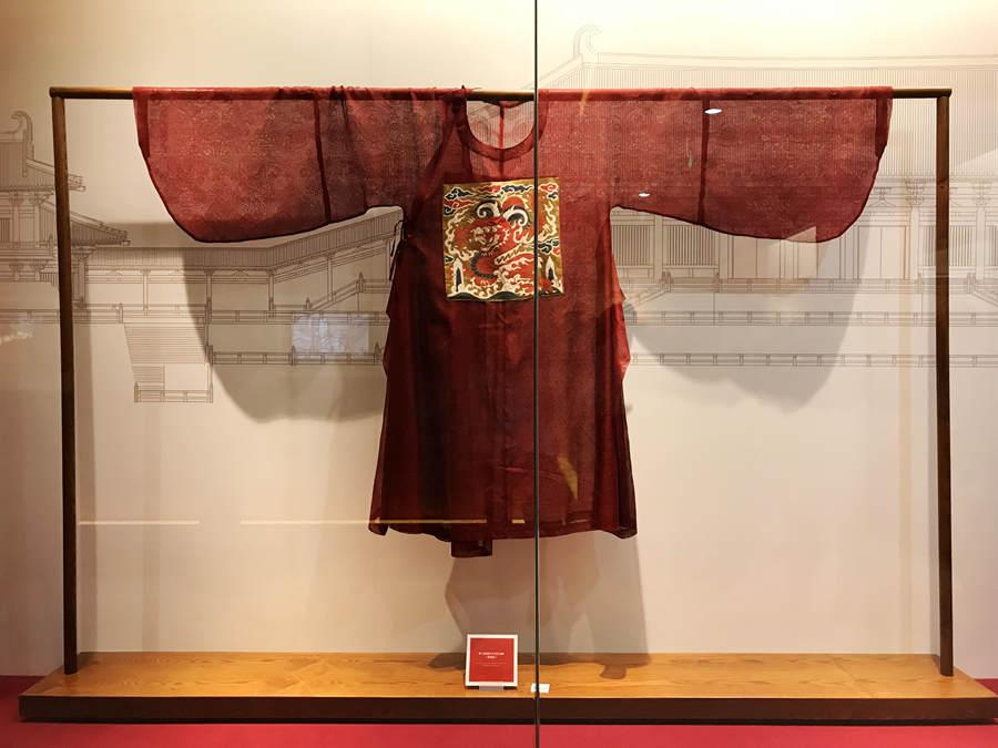 Replica of a Ming Dynasty yunjin robe on display on May 21, 2018.(Photo provided to chinadaily.com.cn)