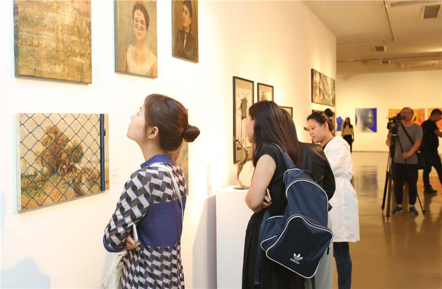 Last year, an exhibition organized by the Chinese National Academy of Arts brought to Budapest a visual taste of classic Chinese paintings and calligraphy. It was held at the historic building that houses the Hungarian Academy of Arts\' headquarters. (Photo provided to chinadaily.com.cn)