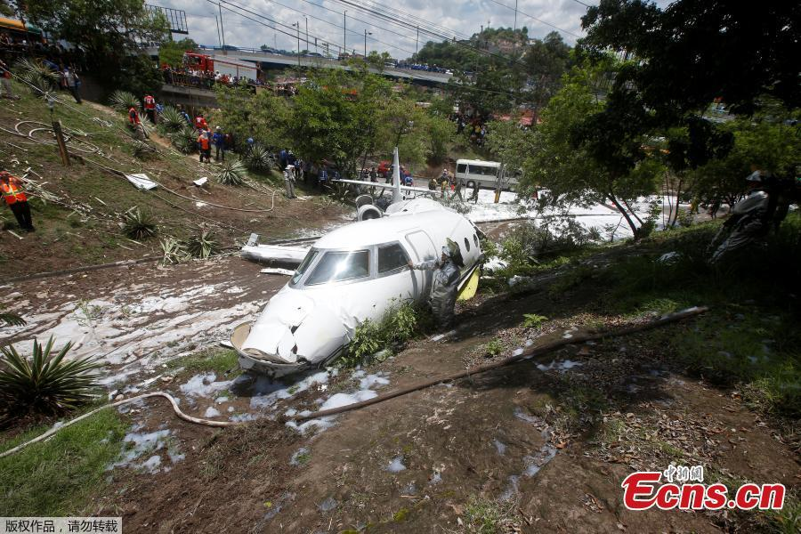 A Gulfstream G200 aircraft is seen after it skidded off the runway during landing at Toncontin International Airport in Tegucigalpa, Honduras, May 22, 2018. At least six passengers were injured. (Photo/Agencies)