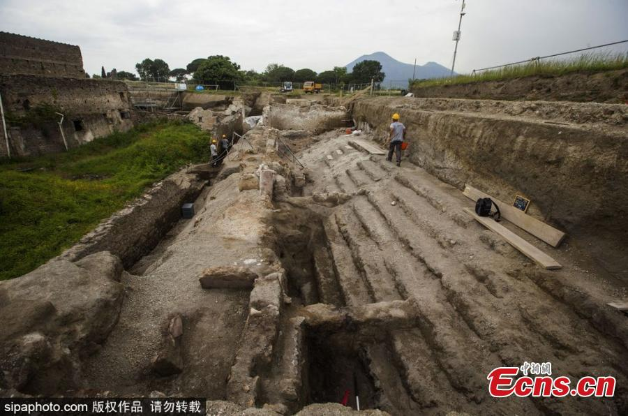 A view of excavation at the UNESCO World Heritage site in Pompeii, Italy. Archeologists have recently found a well-preserved building named 'House of the Dolphins' at the ruins. (Photo/SipaPhoto)