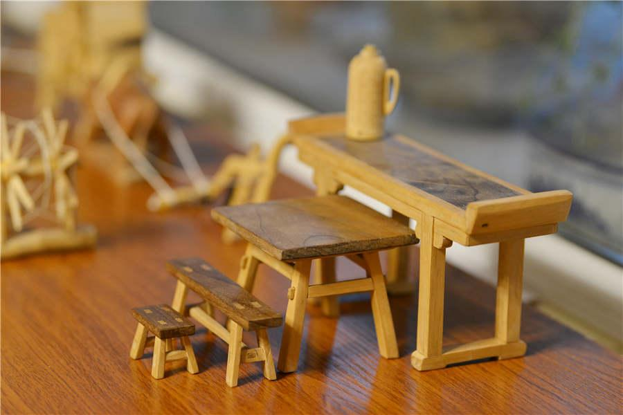 Miniature wooden furniture made by Chen Hesheng. (Photo/Asianewsphoto)