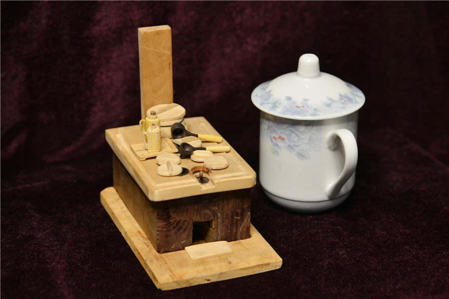 A miniature tea stove made by Chen Hesheng.  (Photo/Asianewsphoto)