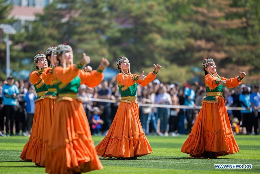 Students of Hohhot Minzu College perform dancing at a Nadam fair of the school in Hohhot, north China\'s Inner Mongolia Autonomous Region, May 23, 2018. (Xinhua/Ding Genhou)