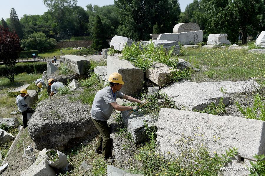 Staff members clean up weeds at ruins of Yuanying Guan (Immense Ocean Observatory) at Yuanmingyuan in Beijing, capital of China, May 23, 2018. The four-month reinforcement project of ruins of Immense Ocean Observatory at the historical site of Yuanmingyuan started lately.(Xinhua/Luo Xiaoguang)
