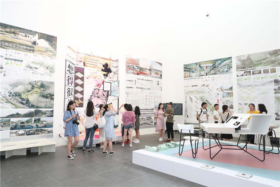 And an exhibition underway at Tsinghua University in Beijing shows young artists\' efforts to enrich human\'s complicated, sensitive spiritual world. (Photo provided to chinadaily.com.cn)
