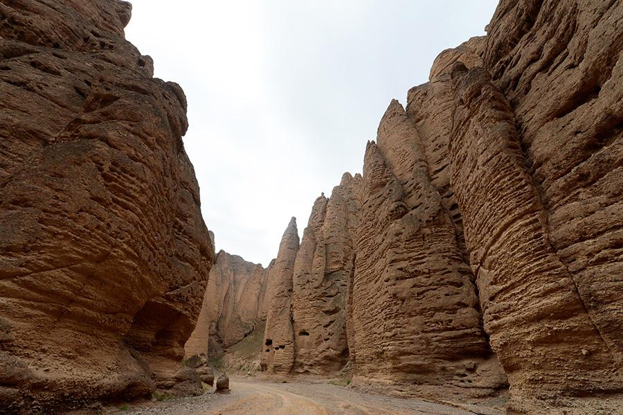 Photo taken on May 22, 2018, shows the scene of the Yellow River stone forest national geological park in Jingtai county, Gansu Province. The landscape was formed due to collective forces of wind erosion, gravity collapse as well as the control of tectonic movements. (Photo by Pei Qiang/Asianewsphoto)