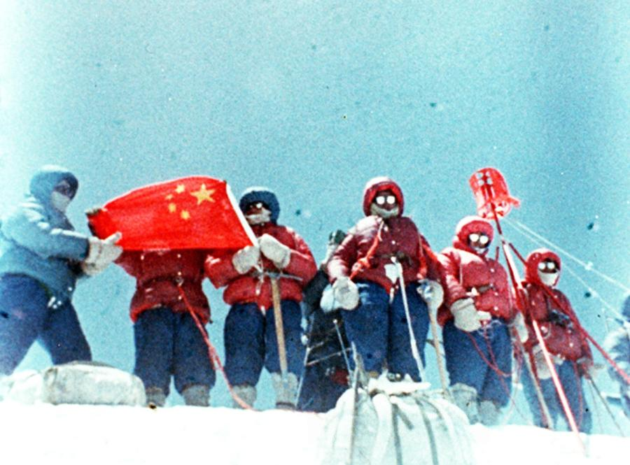 Chinese mountaineers reach the summit of Mount Qomolangma from the North Slope on May 27, 1975. (Photo/Xinhua)