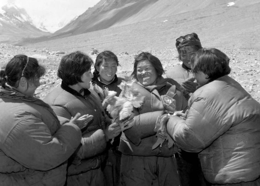 The Chinese female mountaineer Pandor (fourth from left) returns to the base camp from Mount Qomolangma after climbing the peak in May 1975. Pandor became the first woman in the world to reach Mount Qomolangma from the North Slope.  (Photo/Xinhua)