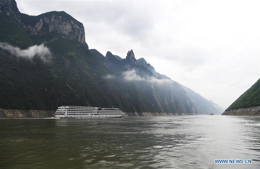 A passenger ship sails in Wuxia gorge in southwest China\'s Chongqing Municipality, May 25, 2018. (Xinhua/Wang Quanchao)