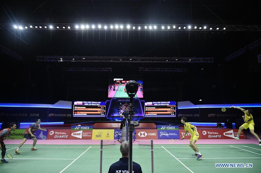 Li Junhui and Liu Yuchen (1st R) of team China hit a return during the BWF Thomas Cup 2018 semifinal against Mohammad Ahsan and Hendra Setiawan of team Indonesia in Bangkok, Thailand, on May 25, 2018. Team China advanced to the final with 3-1.(Xinhua/Wang Shen)