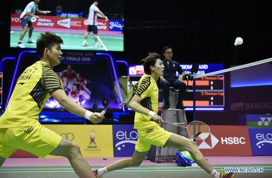 Li Junhui (R) and Liu Yuchen of team China hit a return during the BWF Thomas Cup 2018 semifinal against Mohammad Ahsan and Hendra Setiawan of team Indonesia in Bangkok, Thailand, on May 25, 2018. Team China advanced to the final with 3-1. (Xinhua/Wang Shen)