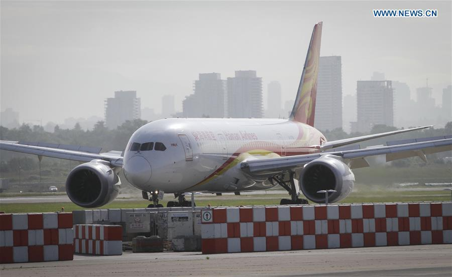 A Boeing 787 aircraft of China\'s Hainan Airlines lands at Vancouver International Airport in Vancouver, Canada, May 25, 2018. A direct flight between Tianjin and Vancouver was launched on Friday. Flight HU7959, operated by Hainan Airlines, is the first direct passenger air route linking Tianjin with North America. (Xinhua/Liang Sen)