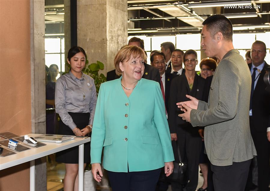German Chancellor Angela Merkel (L) visits iCarbonX, a startup company focusing on combining genomics with other health factors to create a digitalized form of life, in Shenzhen, south China\'s Guangdong Province, May 25, 2018. (Xinhua/Mao Siqian)