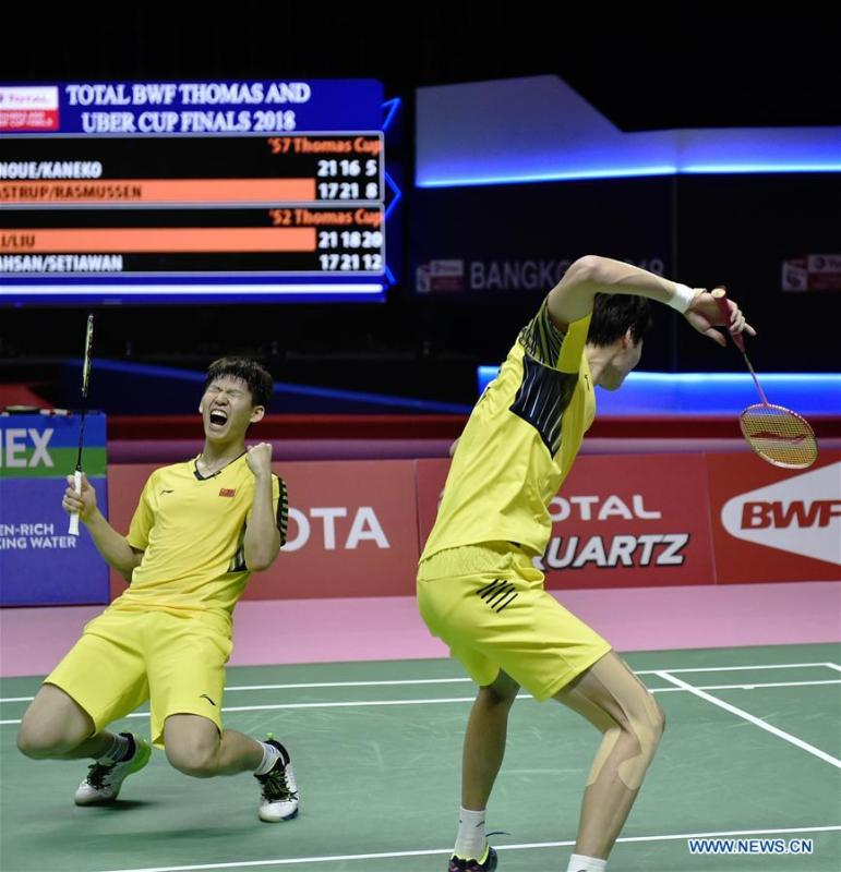 Li Junhui and Liu Yuchen (L) of team China celebrate after winning the BWF Thomas Cup 2018 semifinal against Mohammad Ahsan and Hendra Setiawan of team Indonesia in Bangkok, Thailand, on May 25, 2018. Team China advanced to the final with 3-1.(Xinhua/Wang Shen)