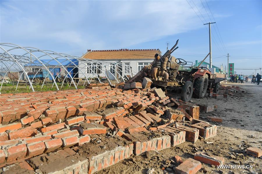 Photo taken on May 28, 2018 shows rubbles of a collapsed wall in quake-hit Yamutu Village of Songyuan City, northeast China\'s Jilin Province. An earthquake with a magnitude of 5.7 rocked Ningjiang District, Songyuan City of Jilin Province in early Monday morning. (Xinhua/Zhang Nan)